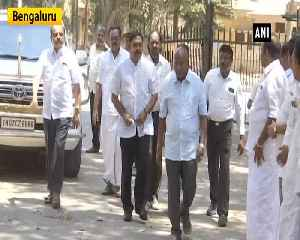 TTV Dhinakaran reaches Parapanna Agrahara Central prison to meet VK Sasikala [Video]