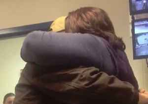 Kentucky Soldier Returns Home and Surprises Mom at Work [Video]