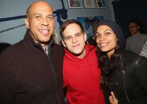 2020 Candidate Corey Booker Is Dating Rosario Dawson [Video]