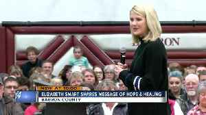 Elizabeth Smart visits Barron, Wis. to give advice to Jayme Closs' community [Video]
