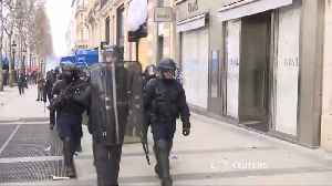 Store fronts smashed in 18th weekend of ''Yellow Vests'' protests [Video]