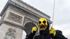 Tear gas and water cannon fired at anti-govt protesters in Paris [Video]