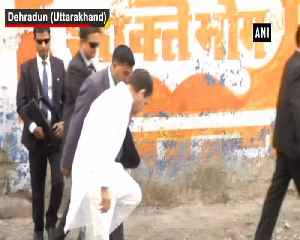 Rahul Gandhi meets family of CRPF ASI Mohan Lal who lost his life in Pulwama attack [Video]
