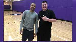 Former Celtic Isaiah Thomas plays pickup at Emerson College [Video]