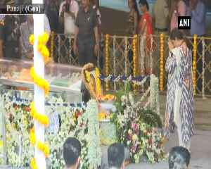 Smriti Irani gets emotional as she pays last respects to Goa CM [Video]