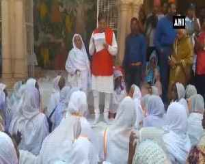 Widows pay tribute to Goa CM Manohar Parrikar in Vrindavan [Video]