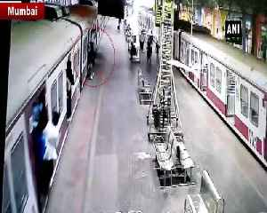 Man risks life to catch train at Churchgate railway station in Mumbai [Video]