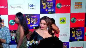 Madhuri Dixit AMAZING REACTION On Alia Bhatt Classical Dance In Ghar More Pardesiya [Video]