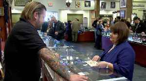 Pawn Stars: An Expert Finds Red Flags in J. Honus Wagner's Autograph [Video]