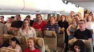 Patriotic choir perform welsh national anthem on plane ahead of takeoff [Video]