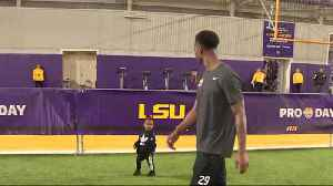 LSU Tigers cornerback Greedy Williams' daughter joins CB on the field at LSU pro day [Video]