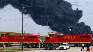 Houston Shipping Traffic Snarls As Petrochemical Plant Fire Reignites [Video]