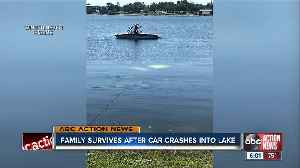 Winter Haven family rescued from sinking car by good Samaritans [Video]