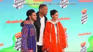 Stars shine at Nickelodeon Awards [Video]