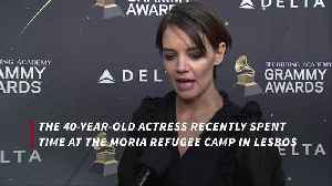 Katie Holmes visits refugees with Suri [Video]