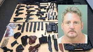 Convicted felon arrested with weapons in Tequesta after barricading himself in a bedroom [Video]