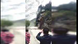 Onlookers flee as mountainside completely collapses in China's Guizhou [Video]