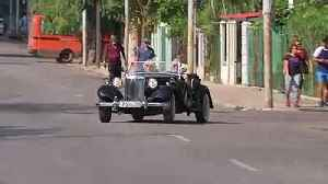 Prince Charles drives classic MG at Havana vintage car rally [Video]