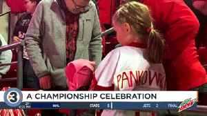 Badgers celebrate NCAA Championship title with hundreds of fans [Video]