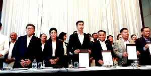Thai opposition forms alliance, demands military gov't step aside [Video]