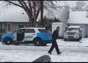 'Watch Out Before He Calls for Backup': Locals Have Snowball Fight With Oregon Cop [Video]