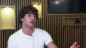 Love Island's Eyal Booker shows off his lasso technique [Video]