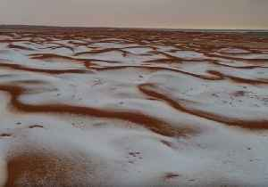 Saudi Photographer Captures Whitened Desert Landscape in Wake of Wintry Storms [Video]
