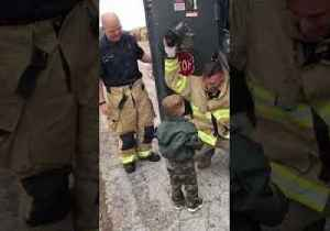 Returning Soldier Surprises Son With the Help of Local Fire Brigade [Video]