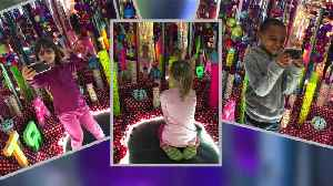 Mentor art students create their very own 'Infinity Mirrors' exhibit, and it's truly something special [Video]
