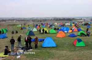 Migrants camp out in Northern Greece in false hope of borders opening [Video]