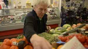 Britain's oldest market stall holder at 90y/o [Video]
