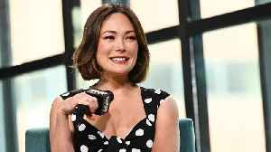 Lindsay Price Felt Privileged To Work With Luke Perry On 'Beverly Hills, 90210' [Video]