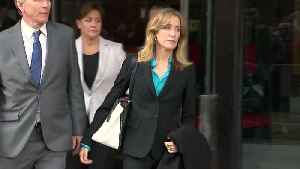 Actress Felicity Huffman, 13 others to plead guilty in college admissions bribery scandal [Video]