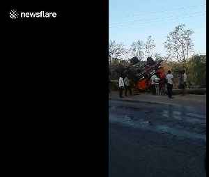 Waterline bursts in north India after truck flips over on roadside [Video]