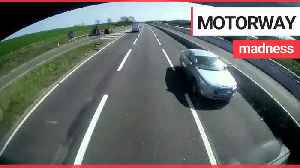 Shocking dashcam shows driver going the wrong way on the M11 [Video]