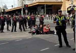 Animal Rights Activists Stage Protest in Melbourne CBD [Video]