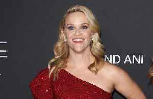 Reese Witherspoon loves brightly coloured lipstick [Video]