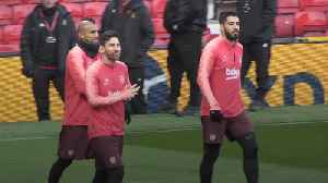 Barcelona train at Old Trafford ahead of Man Utd match [Video]