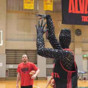 Basketball robot shoots the perfect 3-pointer [Video]