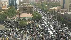 Thousands line the streets of Khartoum on day of al-Bashir's arrest [Video]