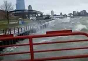 Flood Advisory Issued as Waves Churn Lake Michigan [Video]