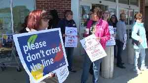 Stop & Shop supermarket workers go on strike [Video]