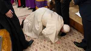 Pope Francis Kisses Feet Of Once-Rival South Sudan Leaders [Video]