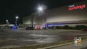 Business Resumes At Monroeville Mall [Video]