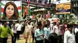Scuffle breaks out between Cong, BJP supporters during Urmila Matondkar's campaign | Oneindia News [Video]