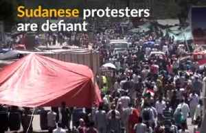 Sudanese protesters block attempt to break up their protest [Video]