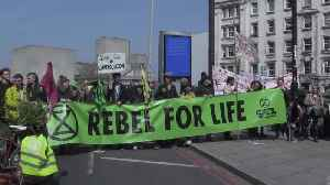 More than 100 arrests amid London climate change protests [Video]