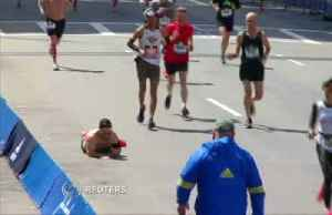 Marine crawls to marathon finish line for fallen comrades [Video]