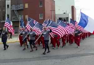 New York Firefighters Run With French Flags In Tribute to Note Dame Crews [Video]