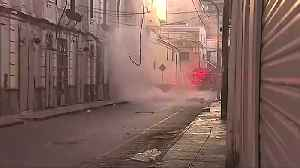 Massive fire engulfs warehouse in downtown Lima [Video]